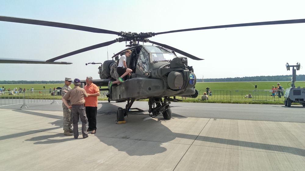 Ich auf dem AH-64 Apache