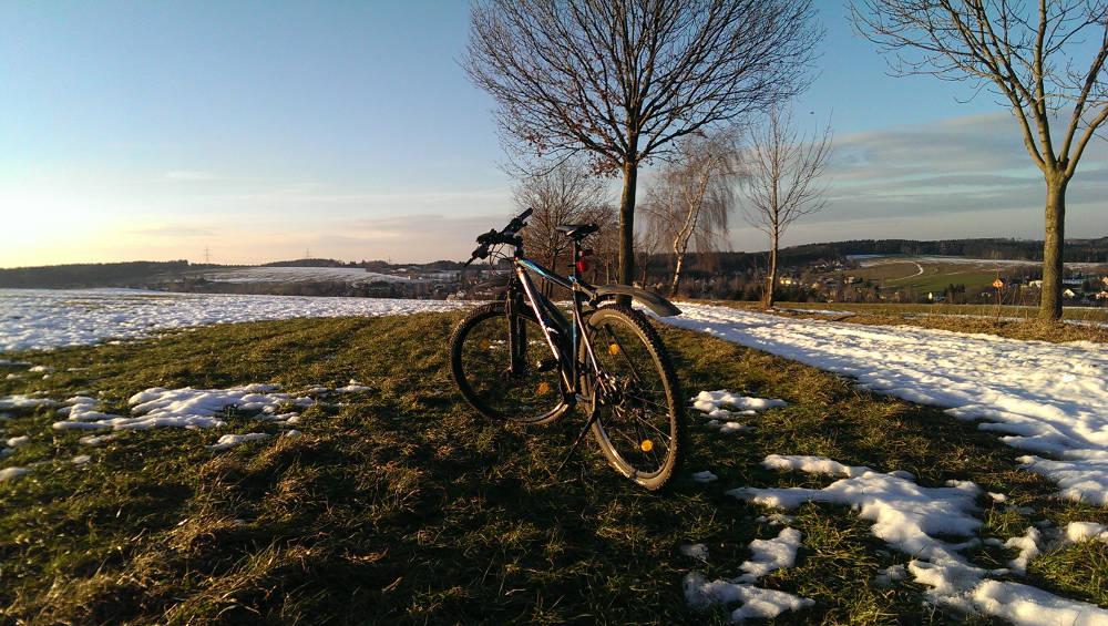 Erste Fahrradrunde 2015 - Landschaft im Hintergrund