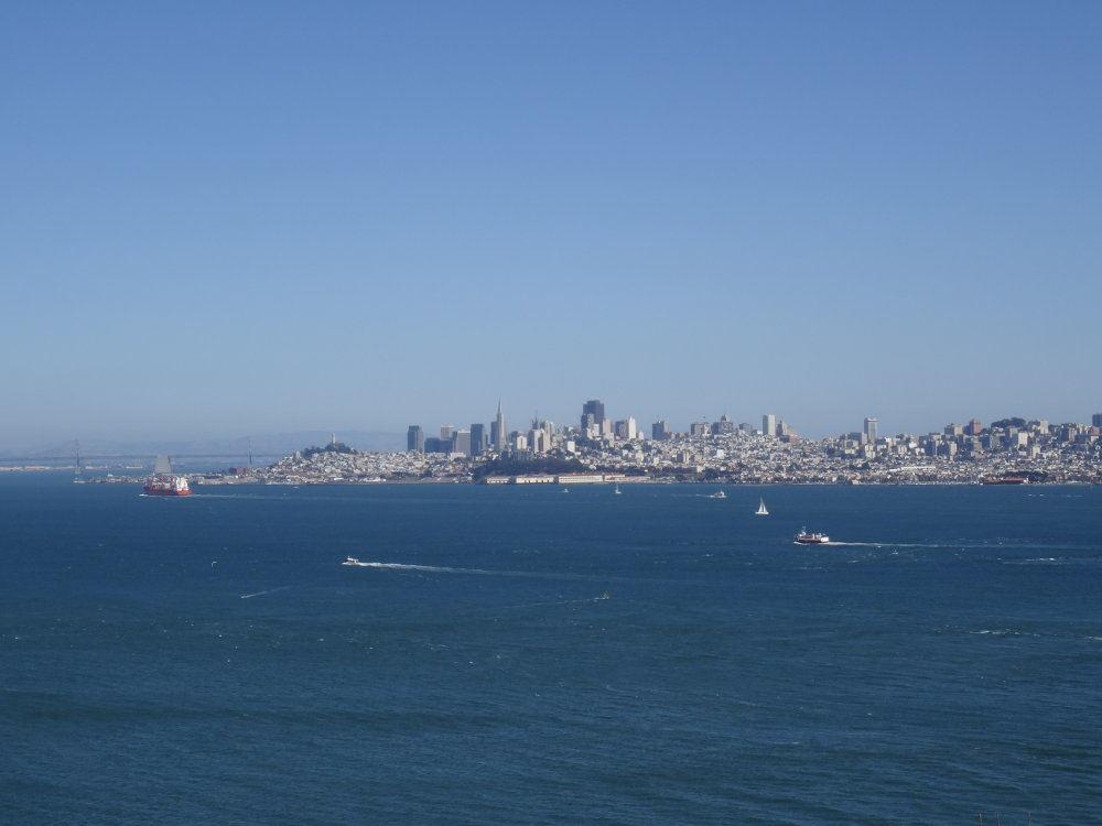 Ausblick auf San Francisco vom nördlichen Ende der Golden Gate Bridge.