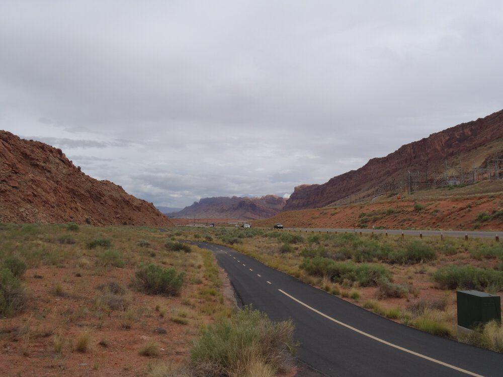 Hier geht es weiter Richtung Süden. Der Nationalpark befindet sich links/östlich.
