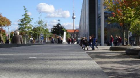 Blick auf Berliner Fernsehturm [Regierungsviertel Berlin]