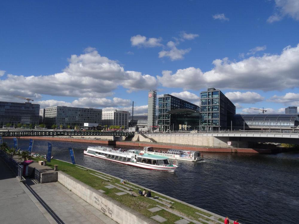 Blick auf Berliner Hauptbahnhof [Regierungsviertel Berlin]
