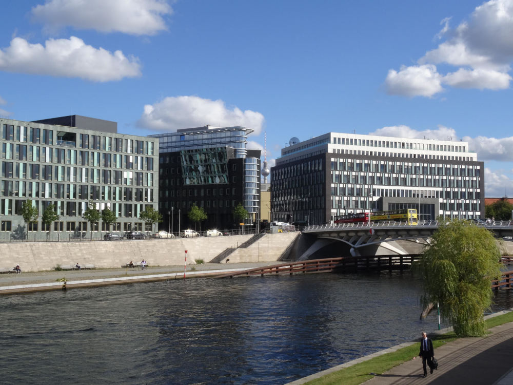 Links im Bild: Bundesministerium für Bildung und Forschung [Regierungsviertel Berlin]