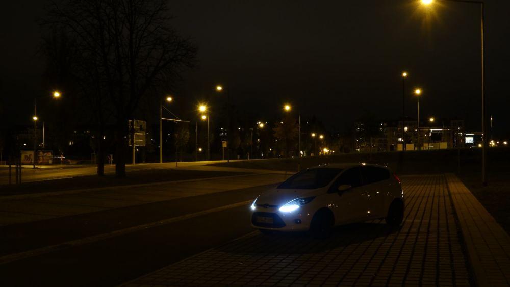 Ford Fiesta meiner Schwester: Fotoshooting vom 10. November 2015 - Meine Kamera schafft es leider nicht die Lichterkette schön einzufangen. Ich weiß nicht genau, was man da optisch beachten/verändern müsste. Vermutlich wäre ein größerer Sensor nicht verkehrt.