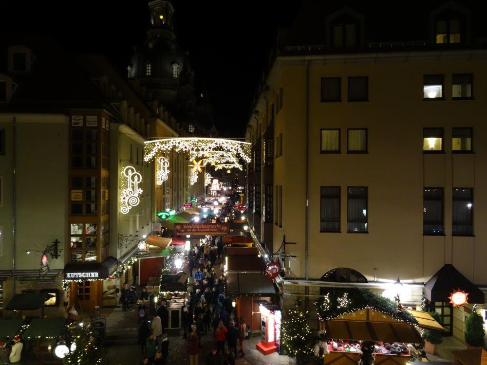 Weihnachtsmarkt an der Frauenkirche, Fotografiert von der Brühlschen Terasse (06.12.15)