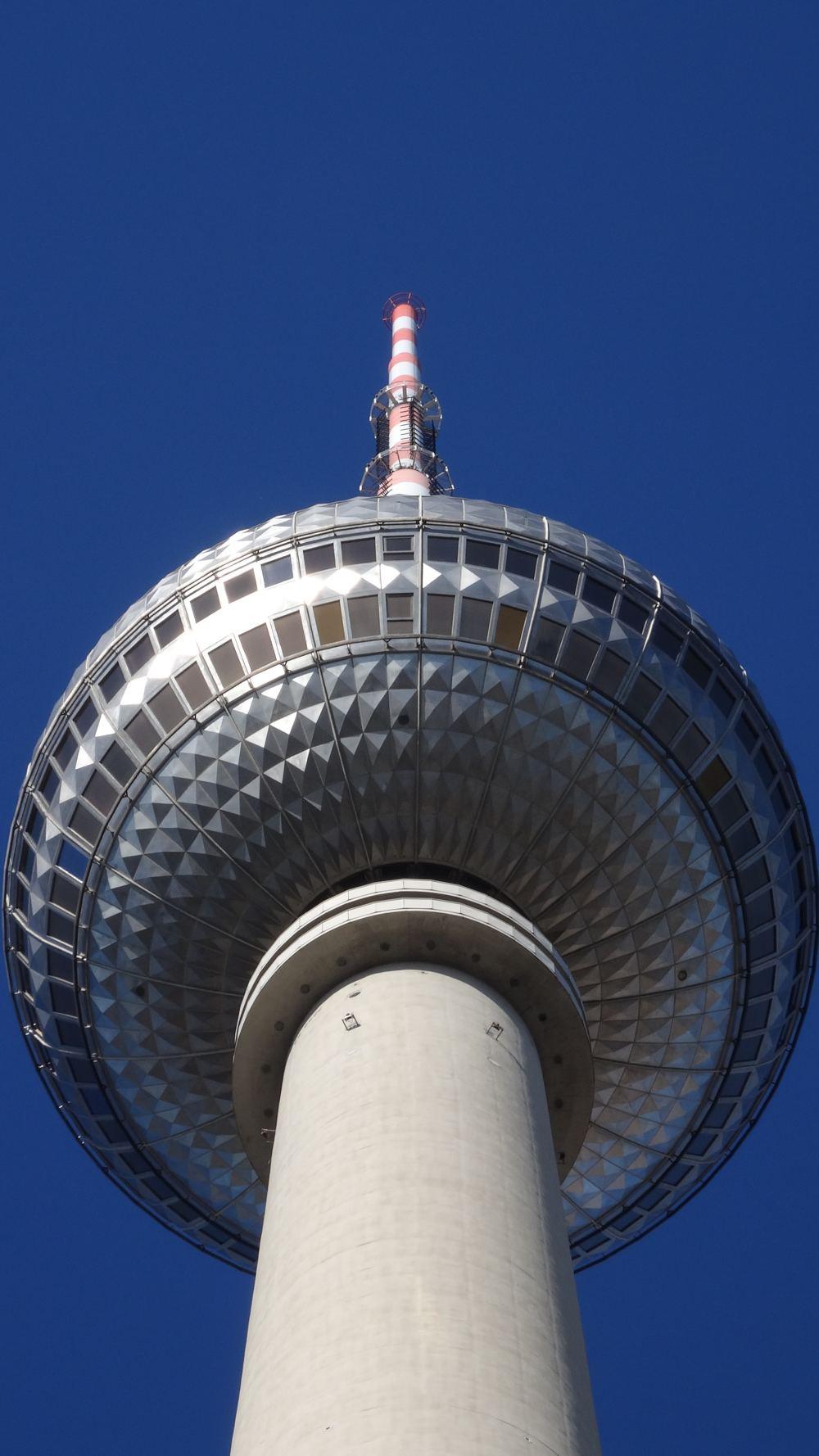 Berliner Fernsehturm (4K, 2160p, 16:9, Hochformat, 30.09.2015)