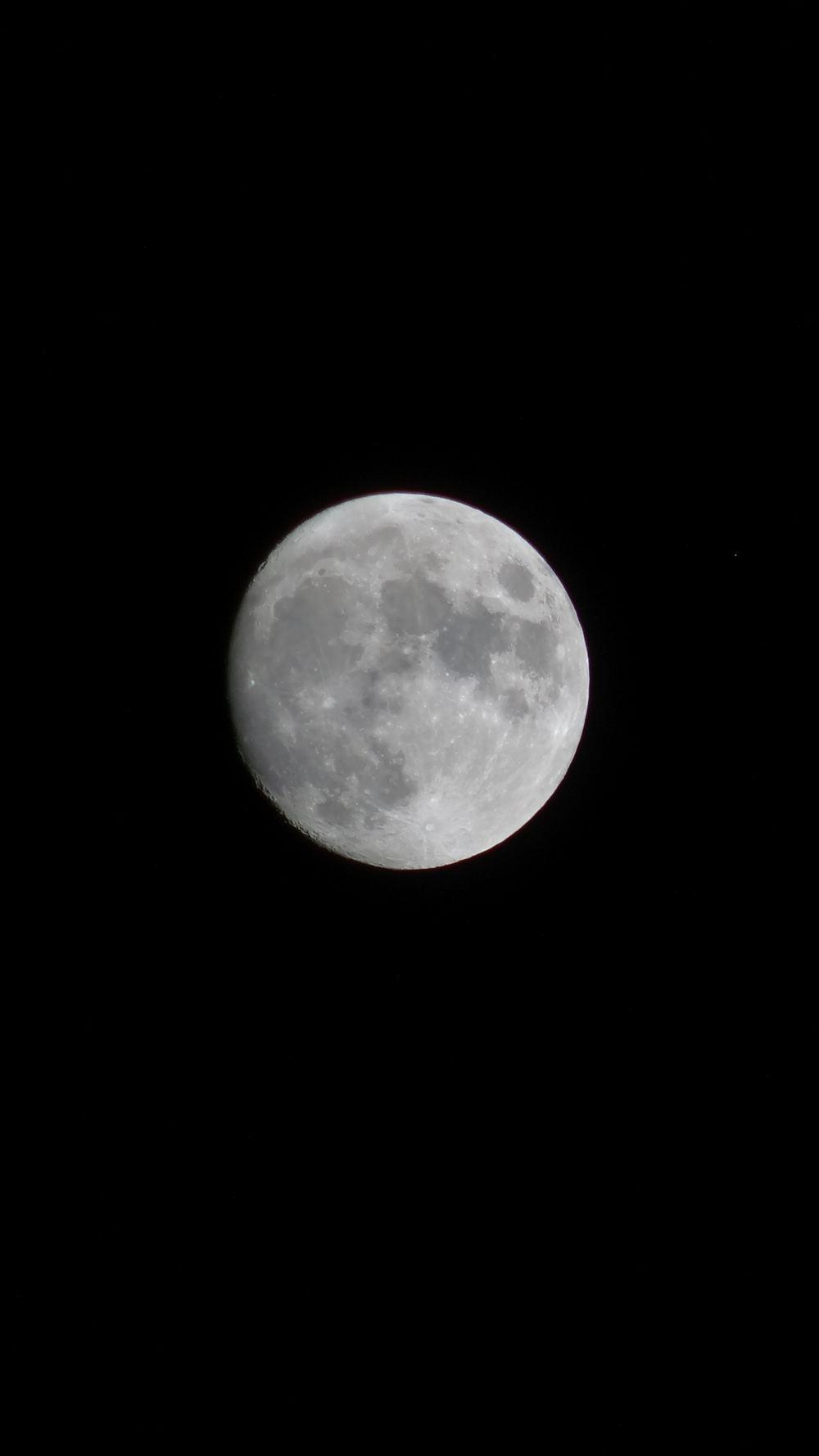 Mond über Erzgebirge (4K, 2160p, 16:9, Hochformat, 23.12.2015)