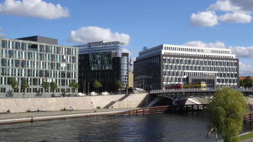 Berliner Regierungsviertel (4K, 2160p, 16:9, Hochformat, 30.09.2015)