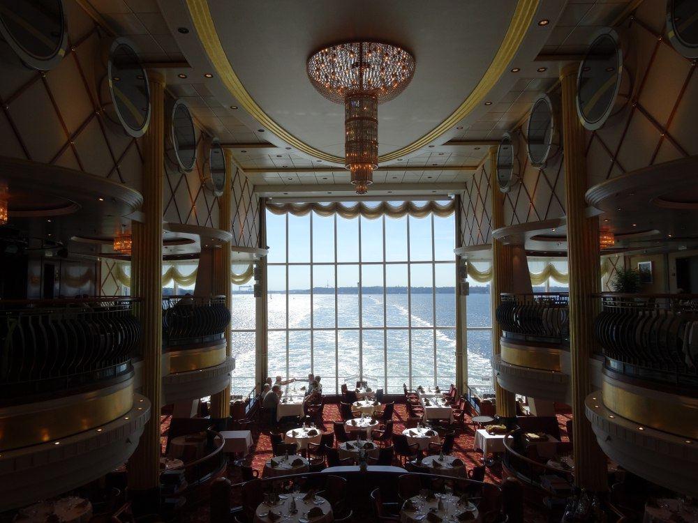 Blick aus dem Schiff hinten