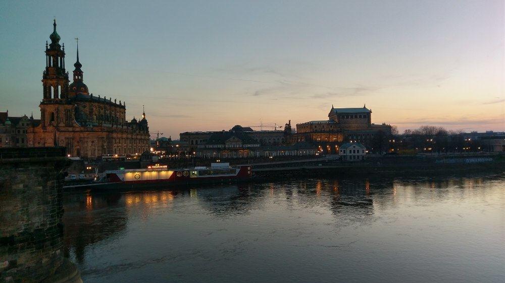 30. März, Abend, Elbwiese in Dresden