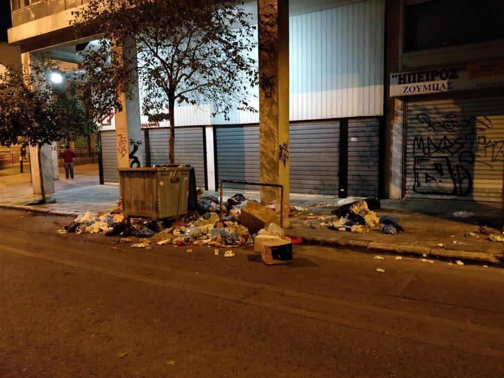 Müll, den man leider an vielen Stellen in der Stadt sieht - gar nicht so weit weg von den Hauptgassen