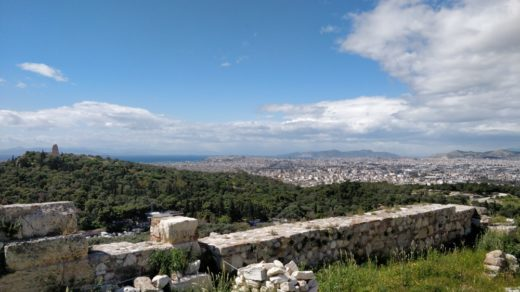 Blick von Akropolis über Athen Richtung Meer