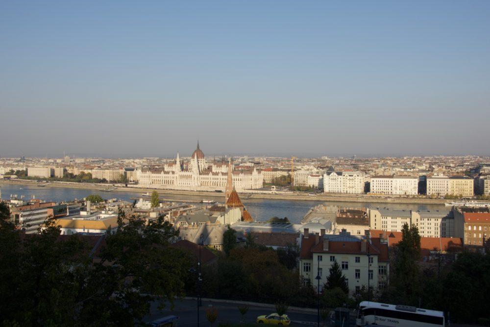 Budapest Oktober 2018 - Ausblick auf Parlamentsgebäude vom Burgpalast